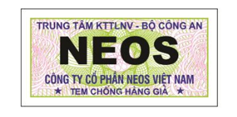 Mỗi chiếc đồng hồ Neos chính hãng đều có tem chống giả dán dưới nắp lưng
