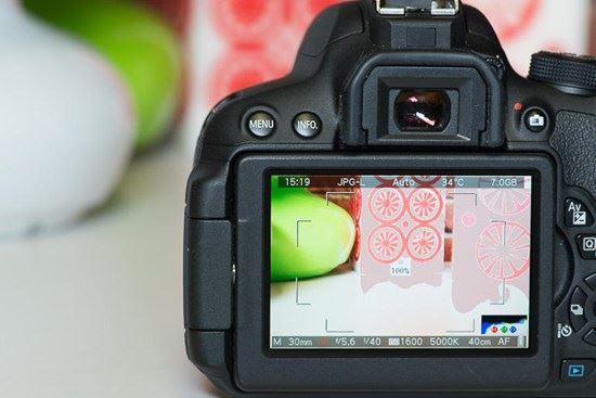 2 cách sạc pin máy ảnh Canon đúng và mẹo chụp tiết kiệm pin nhất